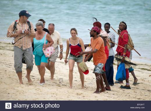 tourists-being-harassed-by-local-men-on-a-beach-in-mombassa-kenya-B7C8YT